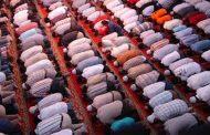 Hukum Bermakmum Kepada Imam Sholat Yang Meyakini Allah di Arsy