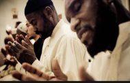 Bagaimana Hukum Berdoa Qunut Saat Sholat Tahajjud