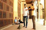 Hukum Melintas Didepan Orang Yang Sedang Sholat