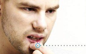 Hukum Mencubiti Bibir Ketika Sedang Berpuasa
