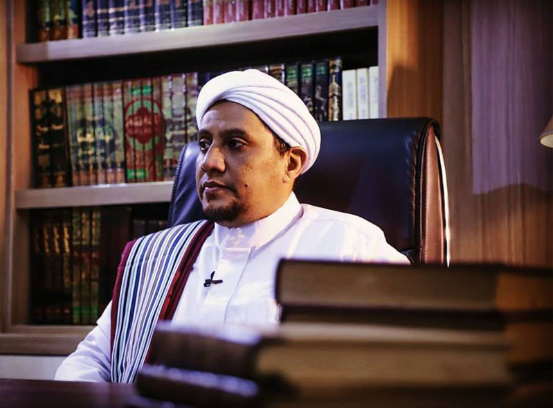 Pengasuh Pondok Pesantren Riyadhul Jannah/ Majlis Ta'lim Al Hidayah Surakarta, Sayyidil Habib 'Alwi bin 'Ali Al-Habsyi.