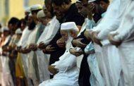 Makmum Berdiri Pada Tasyahut Awal Sedangkan Imamnya Tasyahud